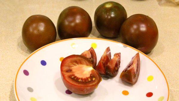 Мякоть темных помидоров Кумато