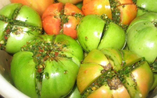 Соленые зеленые помидоры с начинкой