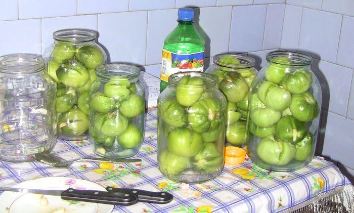 Укладка зеленых помидоров в банки