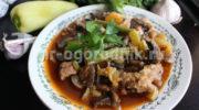 Свинина тушеная с овощами и грибами в томатном соусе
