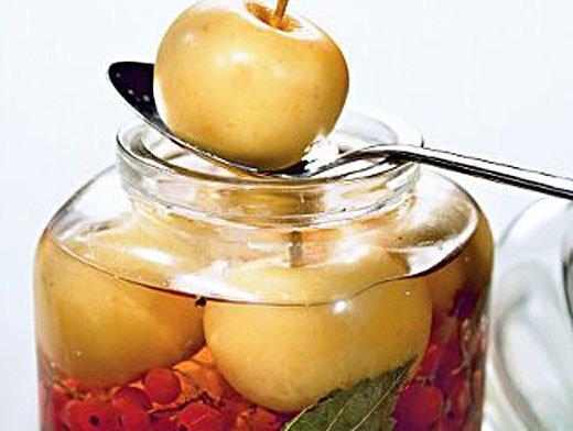 Моченые яблоки с рябиной
