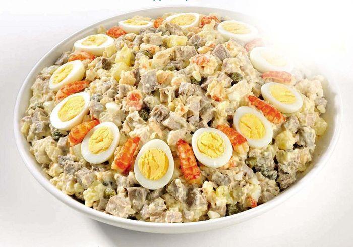 Оливье с перепелиными яйцами