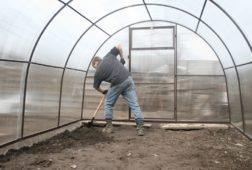 Подготовка теплицы из поликарбоната осеньюк зиме